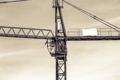 一个新的大厦修建与对塔吊的用途 库存照片