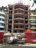 一个新的大厦的建筑在站点的毁坏 库存图片