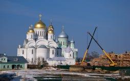 一个新的寺庙的建筑在Diveevo 免版税库存照片