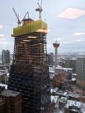 一个新的建筑地标建设中在卡尔加里` s街市核心, 免版税库存照片