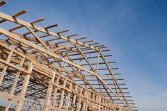 一个新的谷仓的Framming建设中 库存照片
