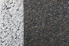 一个新的路面的图象由与一条被绘的空白线路的沥青制成 免版税图库摄影