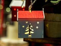 以一个新年` s房子的形式,圣诞节戏弄 图库摄影