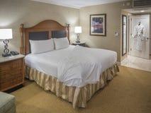 一个旅馆客房的内部两的 免版税库存照片