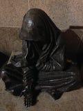 一个无家可归的叫化子的雕象 库存图片