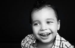 一个时兴的英俊的男孩的画象 免版税库存照片