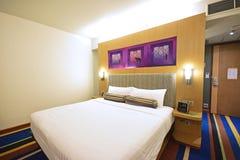 一个时髦的基本的质朴的别致的旅馆客房在曼谷 免版税库存图片