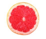 一个明亮的红色葡萄柚的新,成熟,水多的一半特写镜头,隔绝在白色背景 新半葡萄柚粉红色 免版税库存图片