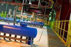 一个普通能源厂的工业内部 免版税库存照片