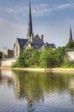 一个晴朗的早晨的垂直由盛大河的在剑桥 库存图片