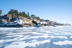一个晴朗的2月休息日汉科半岛的海岸 芬兰 库存图片