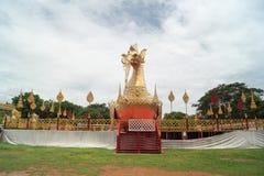 一个最近被兴建的寺庙的说谎的菩萨 免版税库存图片
