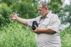 一个有胡子的资深摄影师人的画象 库存照片