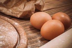 一个木厨房上的面团的食品成分 蛋糕recipies 库存照片
