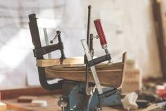 一个木小船模型的被手工造的技艺 库存照片