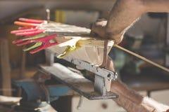 一个木小船模型的被手工造的技艺 库存图片