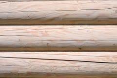 一个木房子的建筑从日志的 生态学房子 新技术在建筑 免版税库存照片