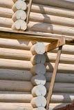 一个木房子的建筑由日志做成 生态学房子 库存图片