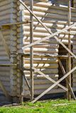 一个木房子的建筑由日志做成 生态学房子 免版税图库摄影