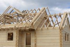 一个木房子的结构建设中 免版税图库摄影
