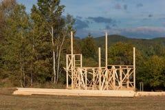 一个木房子的建筑在房子的森林建筑 生态学的建筑 家庭房子的建筑 库存图片