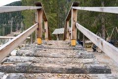 一个木桥在公园 免版税库存图片