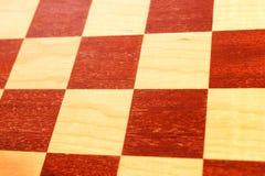 一个木棋盘的黑暗和明亮的正方形 免版税库存图片
