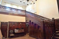 一个木楼梯在Th博物馆庄园的客厅  免版税库存照片