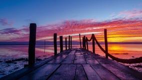 一个木码头的日出 影视素材