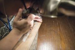 一个木雕家 图库摄影