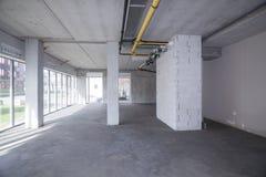 一个未完成的大厦的空的内部 免版税库存图片