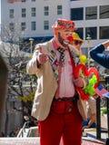 一个未认出的人加工好的小丑使人发笑 免版税图库摄影