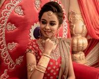 一个未认出的美好的年轻印地安模型 免版税库存照片
