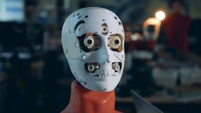 一个机械机器人的眼珠移动 股票视频