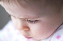一个杂乱小女孩的睫毛 免版税库存图片