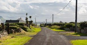 一个村庄的出口路在爱尔兰 库存图片