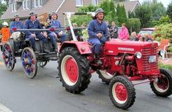 一个村庄的天在北部德国 克滕坎普是825岁 公民游行  免版税库存图片