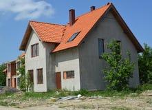 一个村庄的建筑与红瓦顶的 免版税库存图片