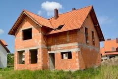一个村庄的建筑从红色陶瓷块的 库存照片