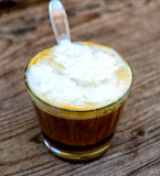 一个杯子咖啡馆拿铁 免版税库存照片