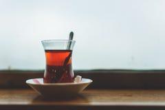 一个杯子土耳其茶 免版税库存照片
