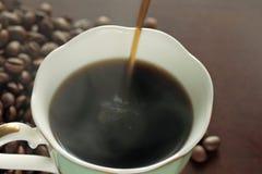 一个杯子在表的热咖啡 图库摄影