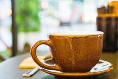 一个杯子热奶咖啡 图库摄影