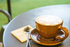 一个杯子热奶咖啡 库存图片