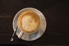 一个杯子的顶视图热奶咖啡咖啡 库存图片