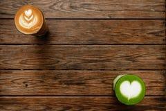 一个杯子绿茶matcha拿铁和杯子拿铁艺术咖啡 库存照片