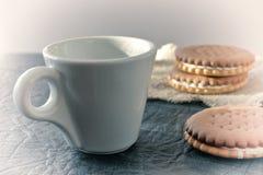 一个杯子芬芳精神充沛的早晨咖啡 免版税图库摄影