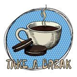 一个杯子蒸咖啡和两个曲奇饼在一块蓝色板材 题字休假 图画要素自然徒手画风格化 皇族释放例证