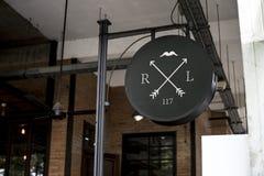 一个标志餐馆外 免版税库存图片