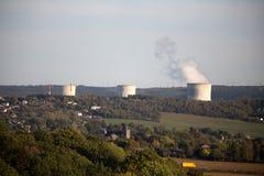 一个核发电厂的冷却塔 图库摄影